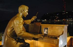 Estatua Fernando Valadez