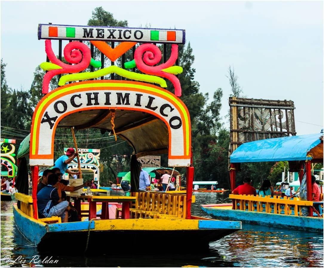 Mexico City Restaurant With Mariachi