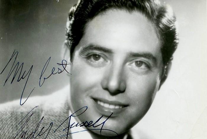 Andy Russell, cantante nacido en Los Ángeles, de padres mexicanos